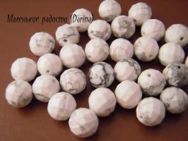 Бусина Говлит (кахолонг) белый крупно ограненный шар 10 мм