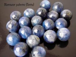 Кианит, гладкий шар, 11 мм